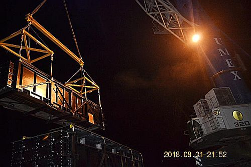 x4 handling of cargo lift